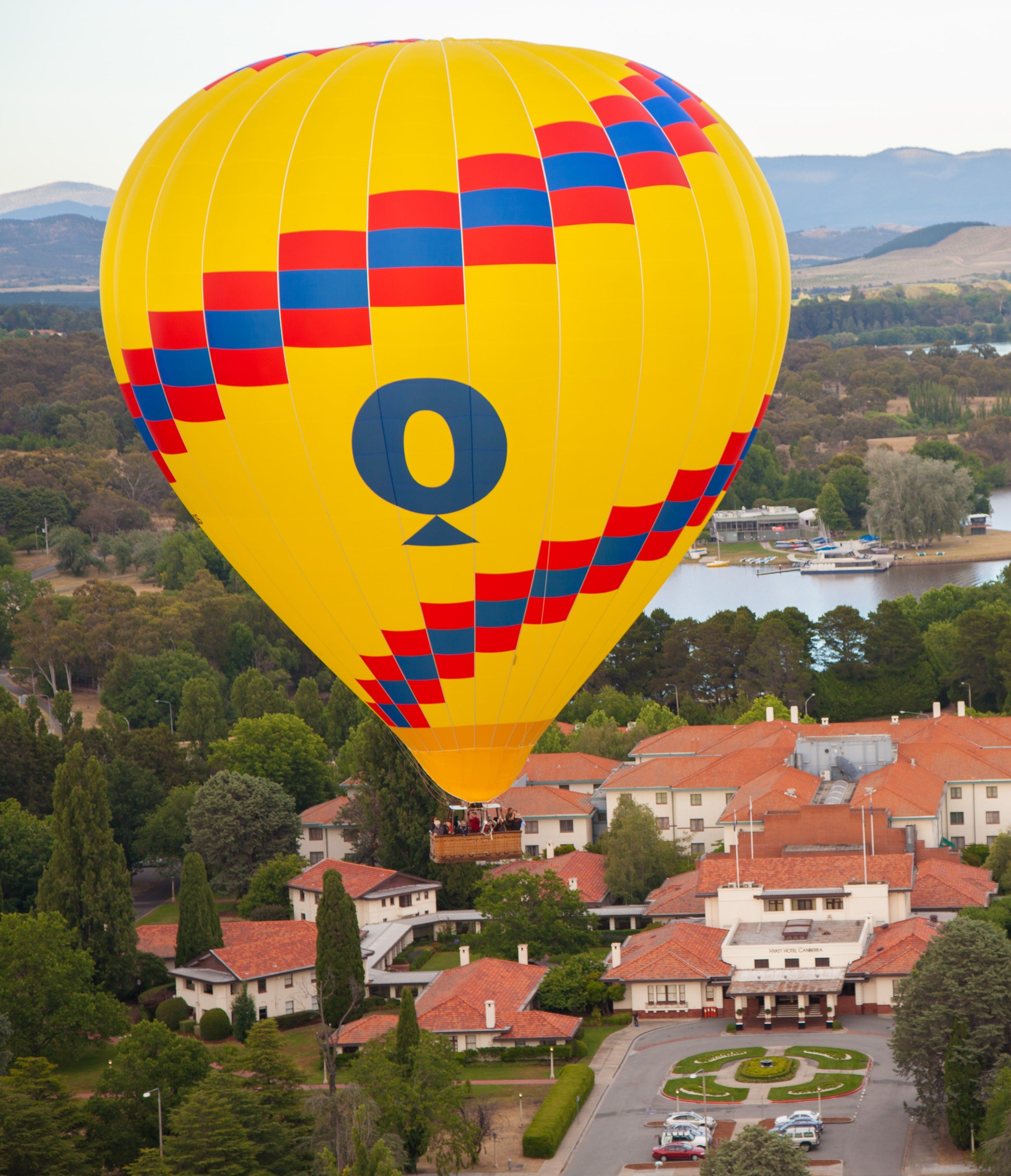 Balloon flying over the Hyatt Hotel Canberra