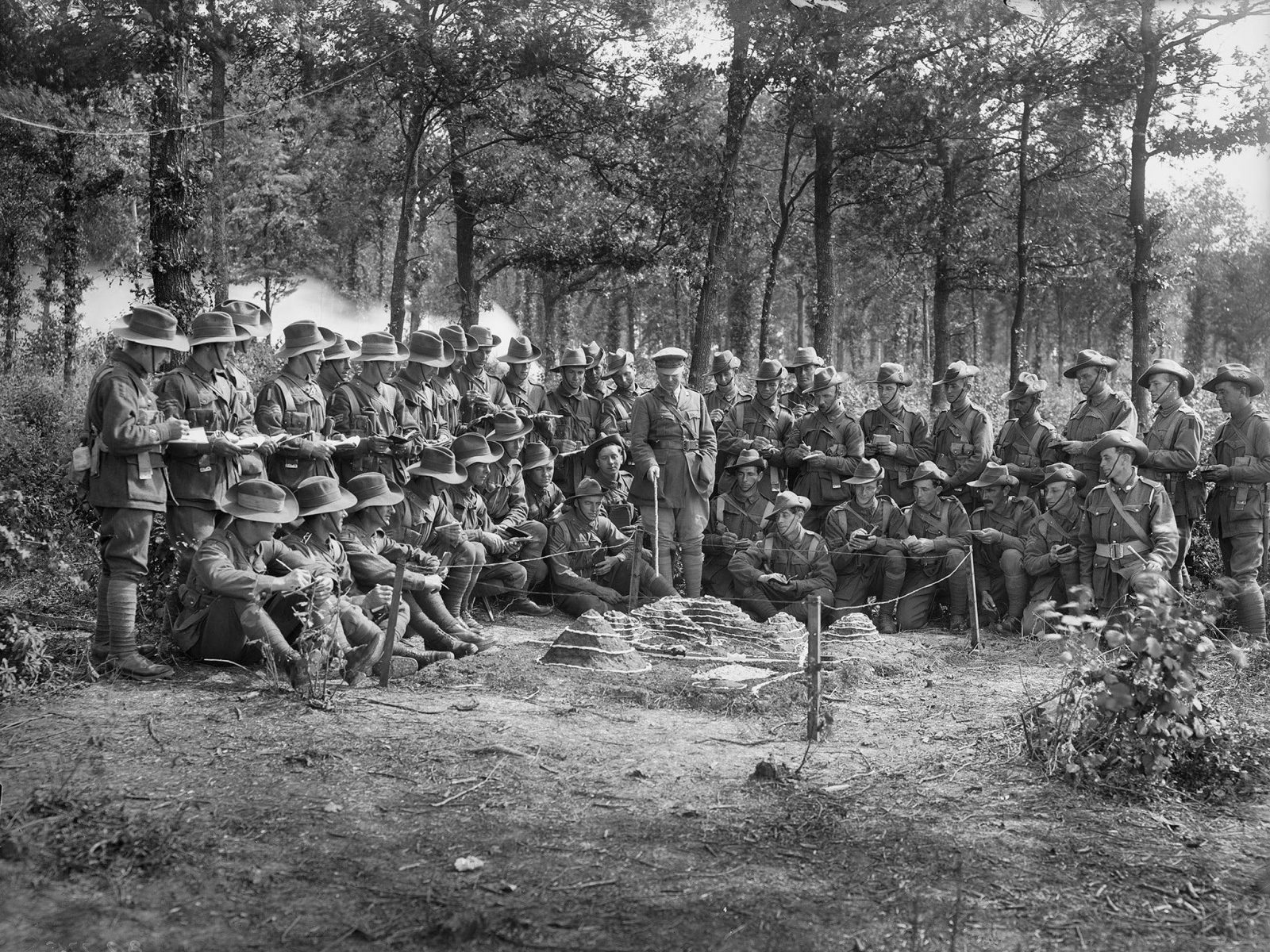A class in map reading is held at the 8th Brigade Infantry School, France, 1918. (E02832)