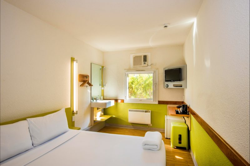 Hotel room with fresh colours and natural light