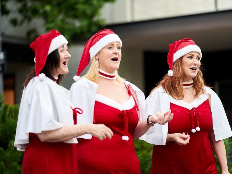 3 carollers singing