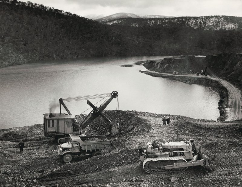 A black and white photo of a construction site on the bank of the Murray River.