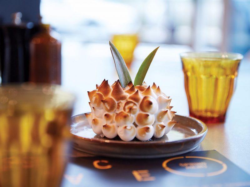 Cake shaped like a pineapple