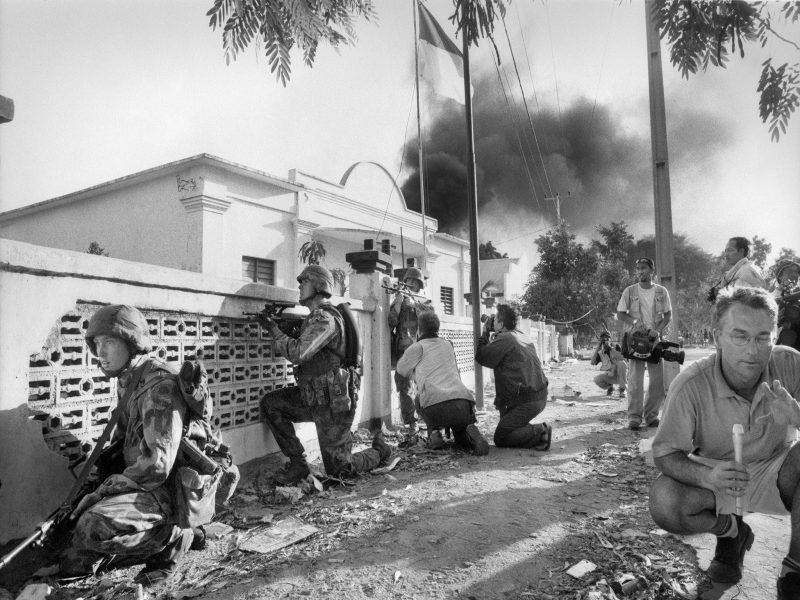 Members of the international media record an Australian patrol in Dili, 1999. (Stephen Dupont, P0431