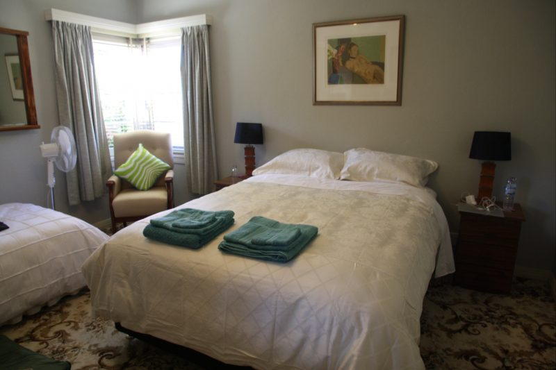 Offers a queen and single bed - extra beds can be supplied