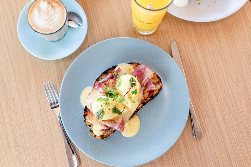 Eggs Benedict w/ house hollandaise & Beechwood smoked bacon or smoked salmon (gf*)