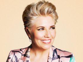 Melinda Schneider smiling