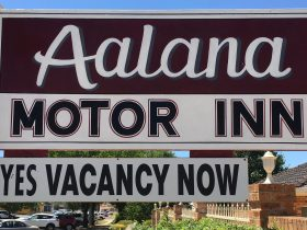 Motor Inn signage