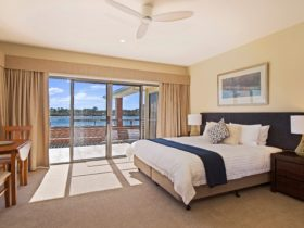 Superior King Room with River View and Spa Bath
