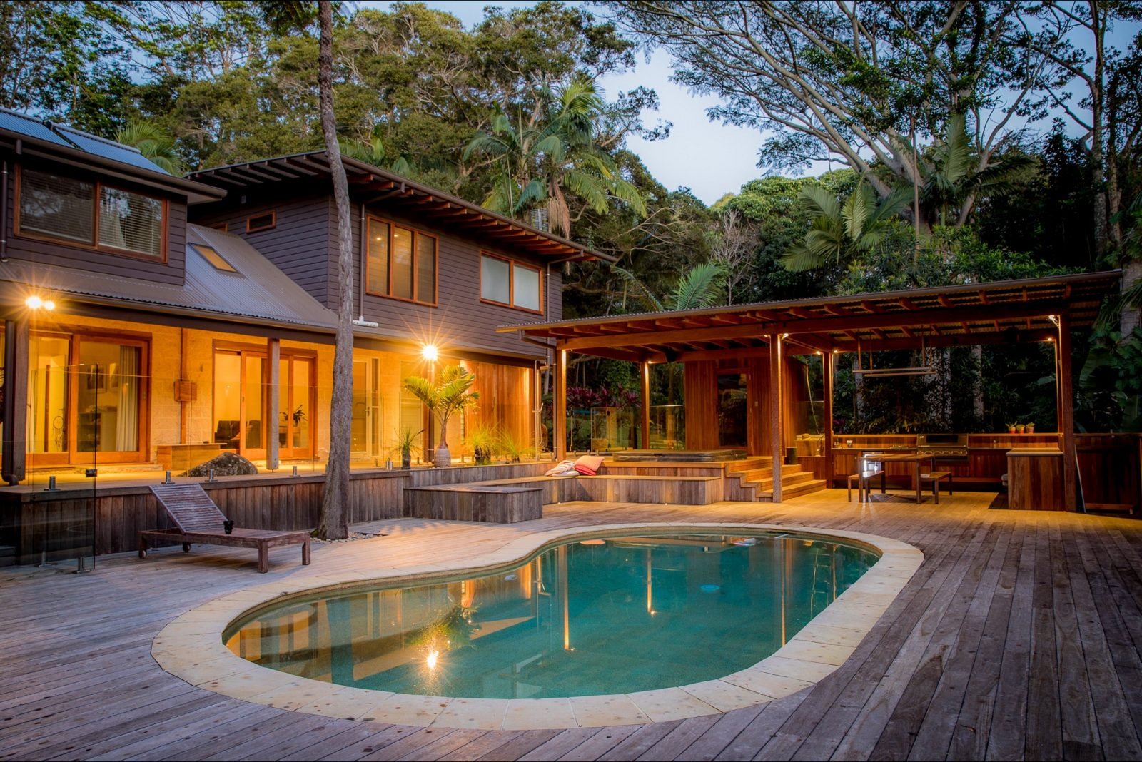 Apalie Retreat - pool and barbecue pavilion
