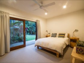 Apalie Retreat - bedroom