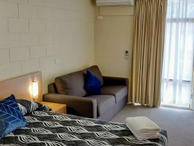 Queen Room - Apollo Motel Parkes NSW