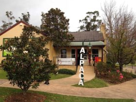 Outside view Australian Alpaca Barn Hunter Valley Gardens Store