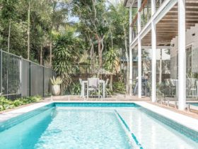 Beach Chalet - Byron Bay - Pool Long