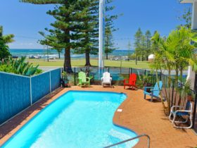 Wonderful pool on site oppisite Town Beach