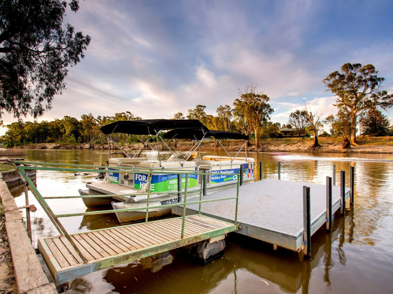 BIG4 Deni's Pontoon Boat (river height and weather permitting)