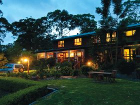 Blue Mountains Hawkesbury bed & breakfast farmstay family accommodation lodge
