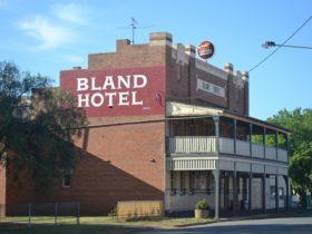 Bland Hotel