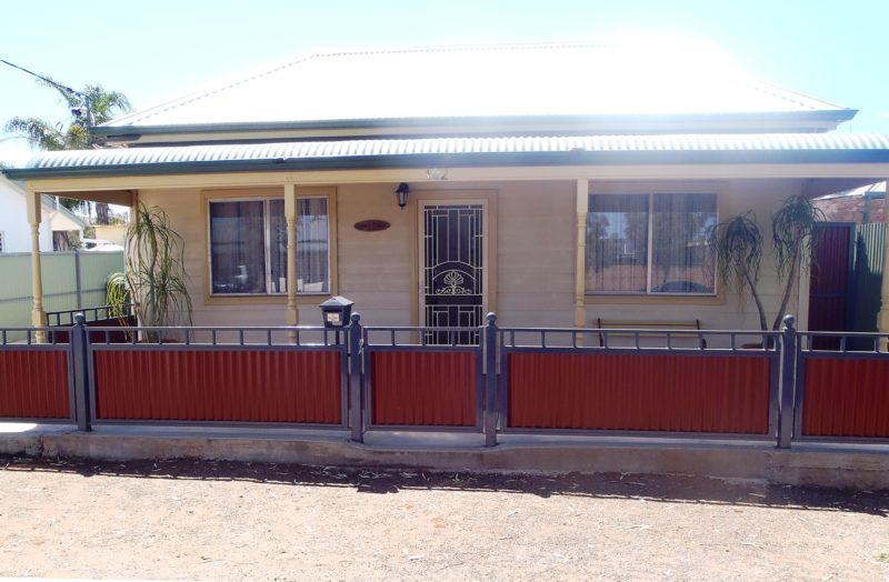 Front of Broken Hill Country Cottage
