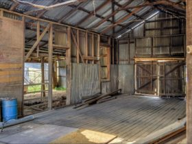 Capertee Woolshed ruins