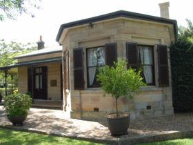 The beautiful exterior of Carisbrook Historic House