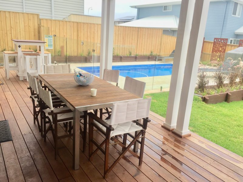 Outdoor dining and pool area