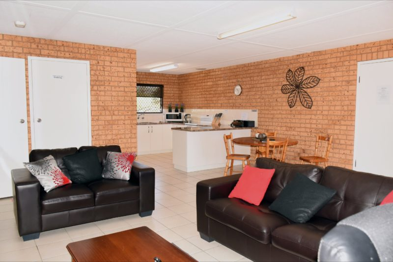 Lounge area at Central Wagga Self Catering Apartments: Salmon Apartment