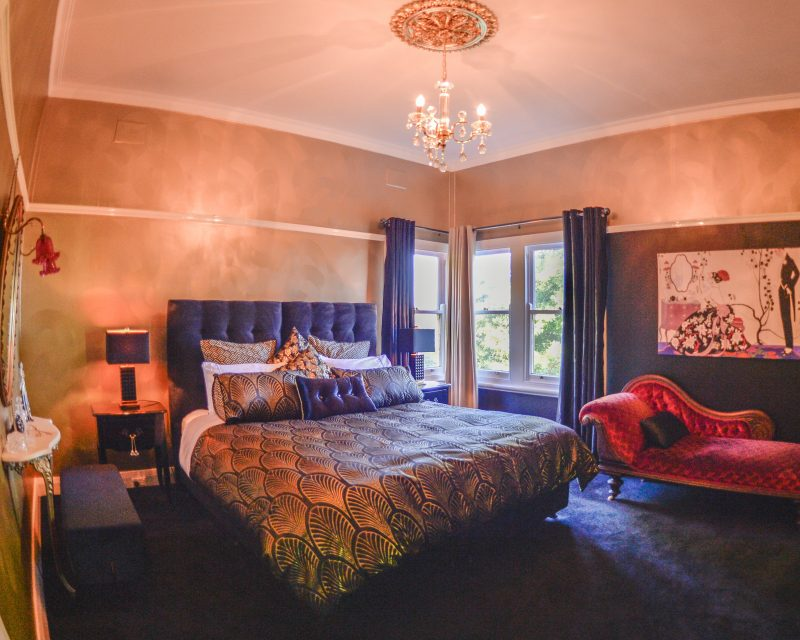 King bedroom with views across the Jamison Valley