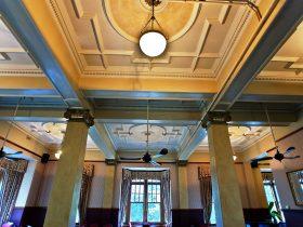 Chisolm's Restaurant features original Art Deco architecture.