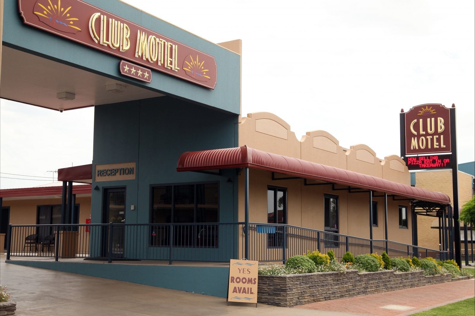 Front of the Club Motel showing driveway and reception