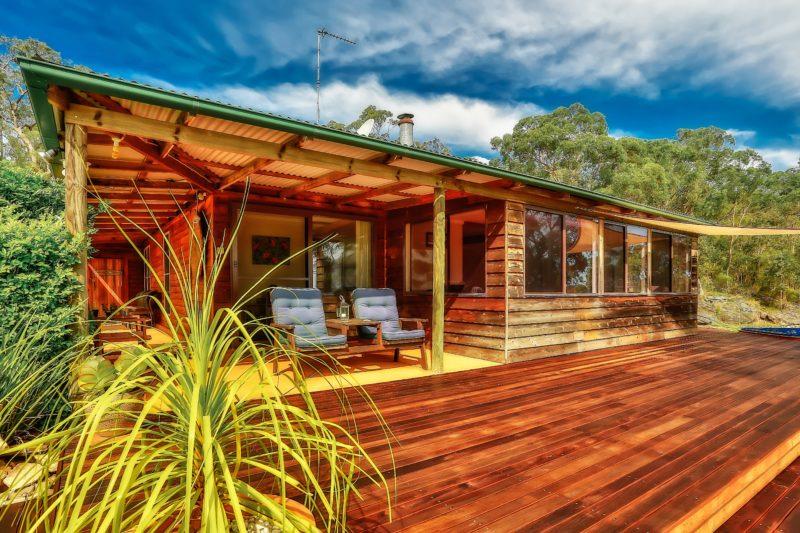 Coach House Hill Cottage Front Deck