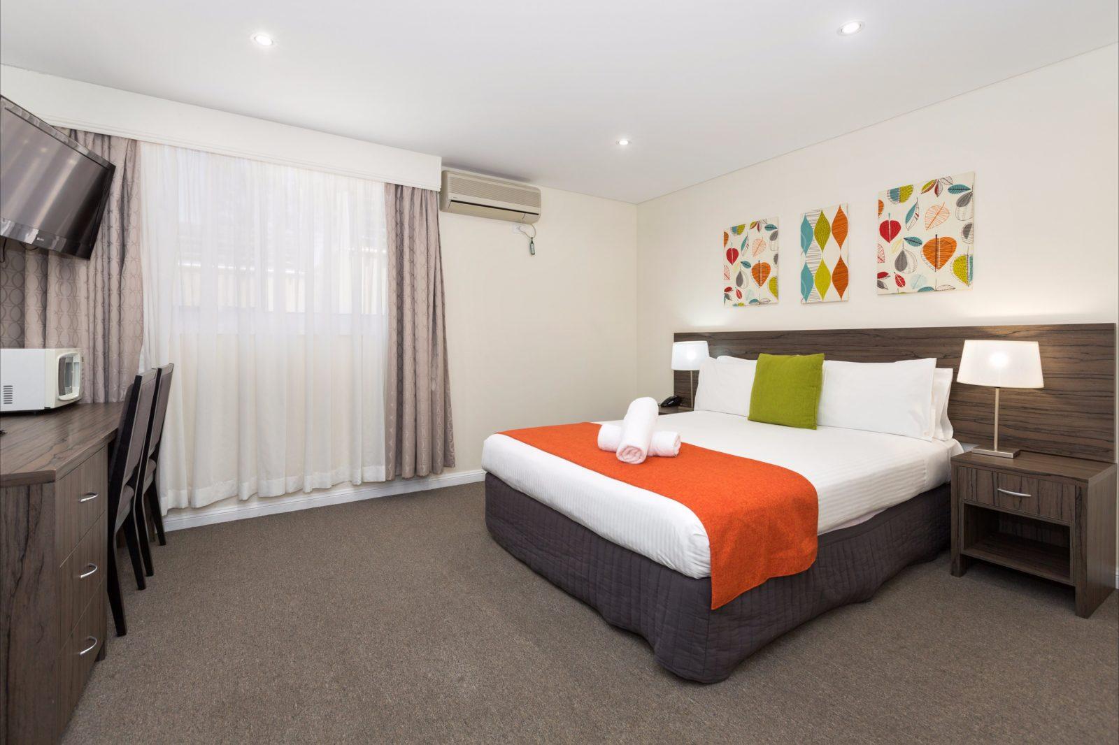 Renovated King room at Comfort Inn Aden Mudgee