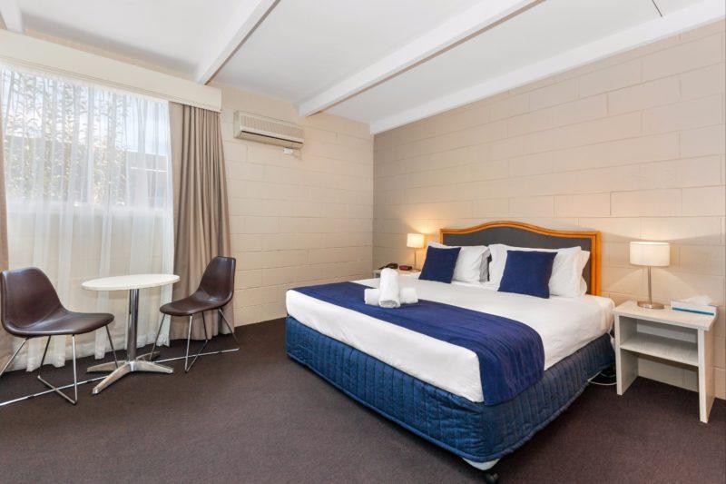 Queen Room at the Comfort Inn Aden Mudgee