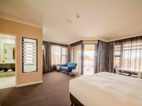 Cowra Services Club Motel Room
