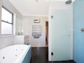 Bathroom with double shower and spa bath