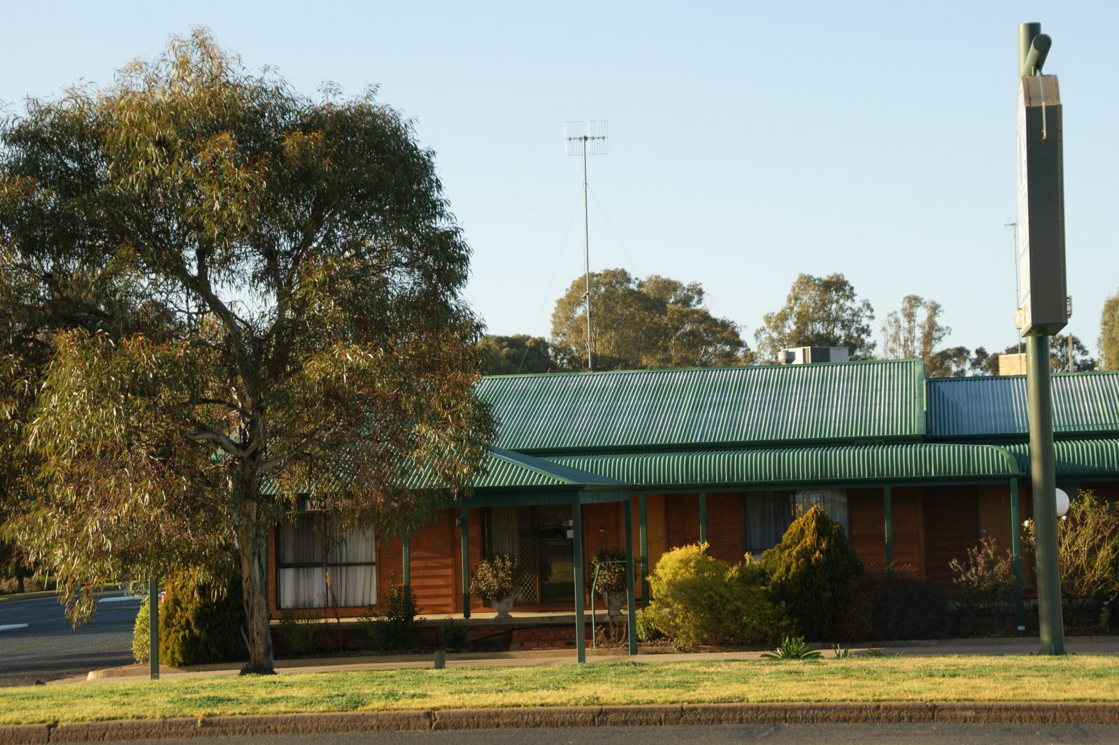 Deniliquin Country Club Motor Inn