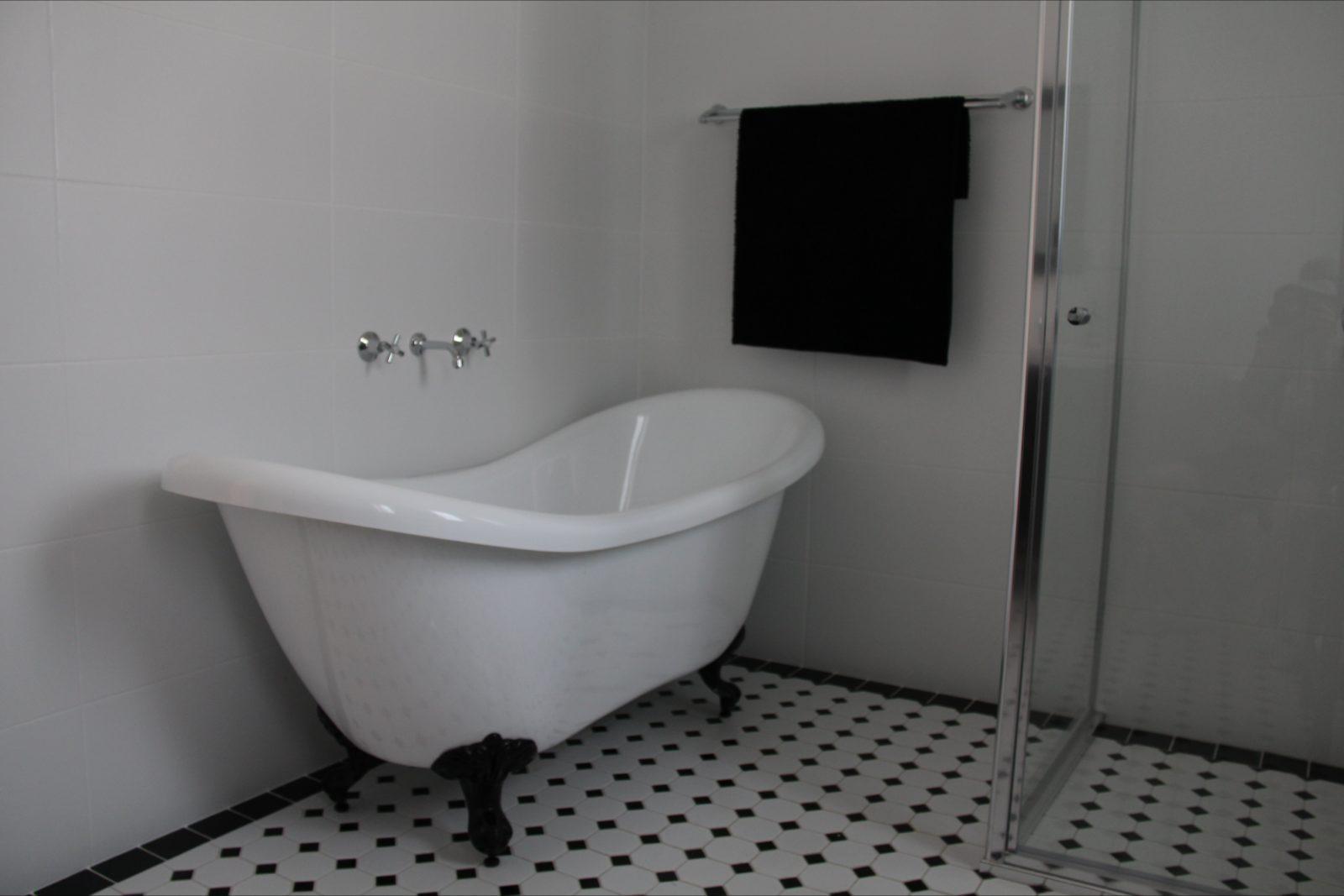 Cottages in Orange - Bathroom