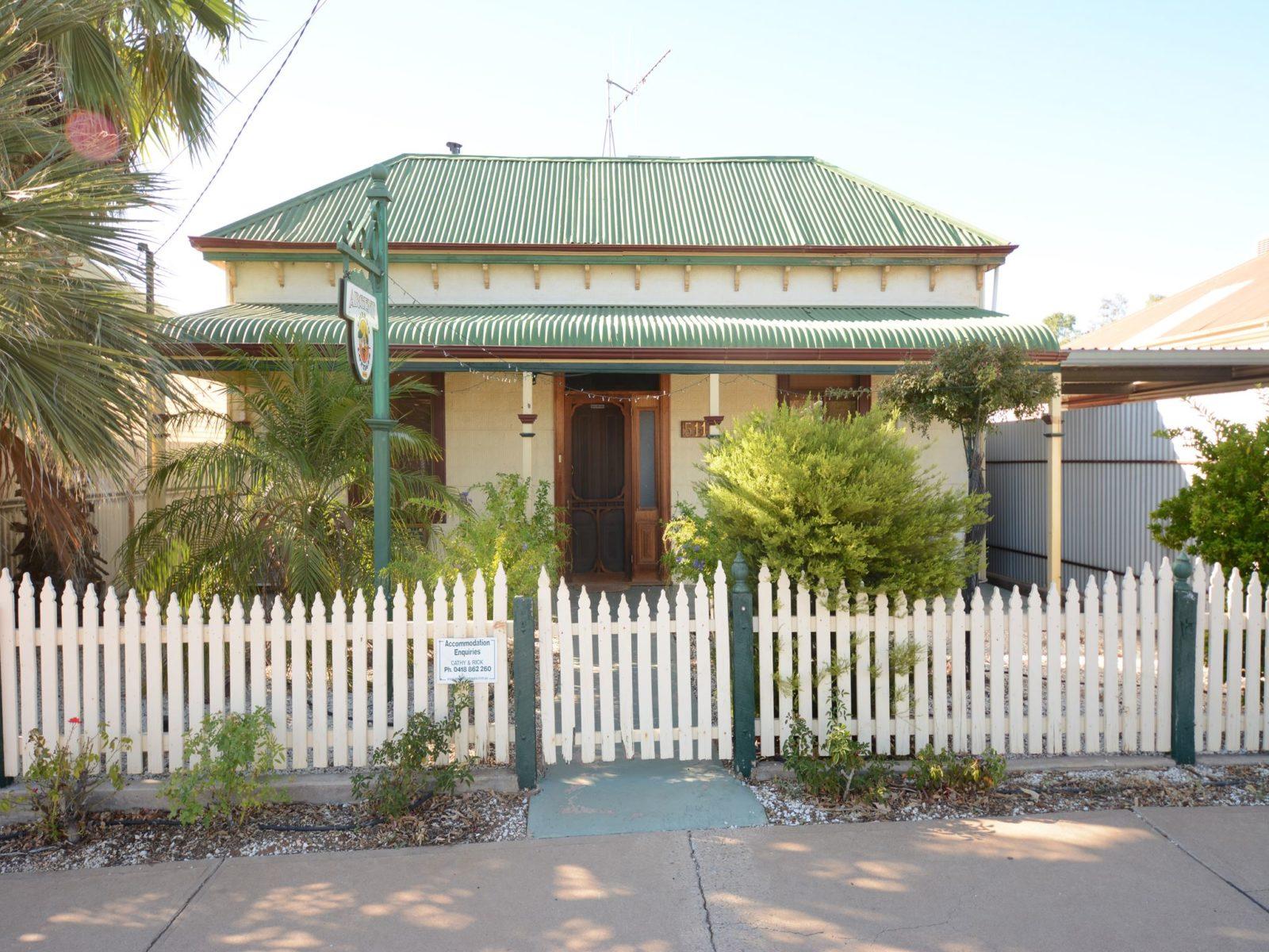 Emaroo Cottages Broken Hill : Argent