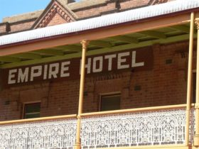 Empire Hotel Young