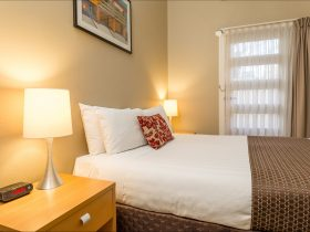 Globe Apartments, Wagga Wagga