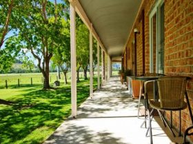 Gloucester Country Lodge Motel