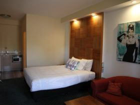 Exec room - has either twin beds or lounge sofa