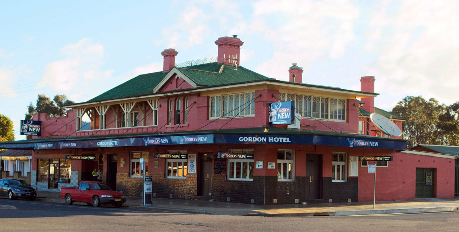 The Gordon Hotel frontage