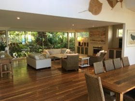 Open lounge dining area