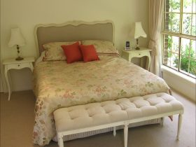 Highland Garden Hideaway Queen Bed