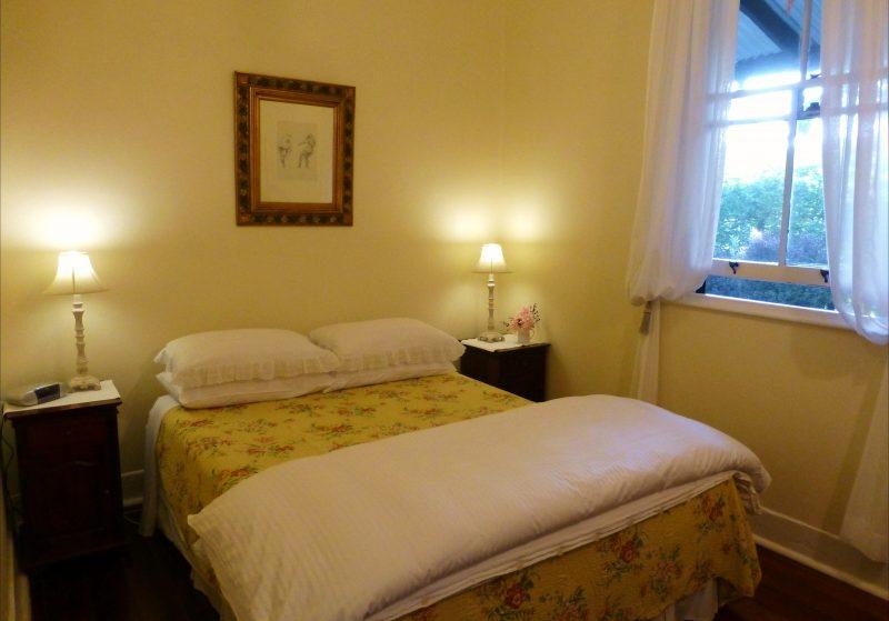 Iorana Queen bedroom