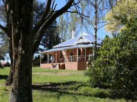 Front view of Hilton Homestead
