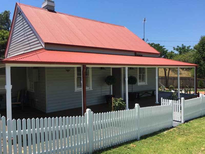 Cottage is located 50 metres from Kiama CBD and fronts a park