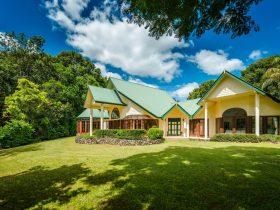 Your private villa at Honeysuckle Retreat