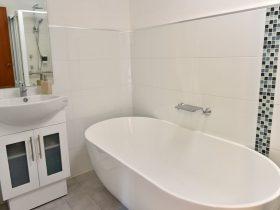 Hopetoun Villa 2 meter free standing bath