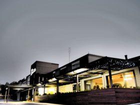 Hotel Gracelands at dusk